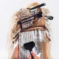 Farbiť vlasy doma alebo sa zveriť do rúk kaderníčky?