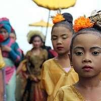 Poznáte najkrajšie tradičné odevy sveta?