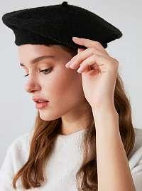 Čierny dámsky baret Trendyol