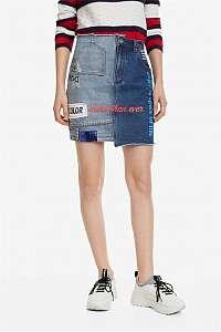 Desigual modrá sukňa Fal Denim s farebnými motívmi
