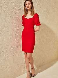 Trendyol červené letné šaty s nariasenými rukávmi