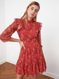 Trendyol červené šaty so vzormi