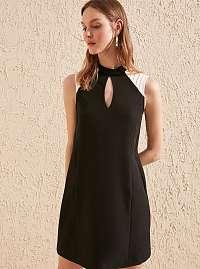 Trendyol čierne elegantné šaty s bielymi vsadkami