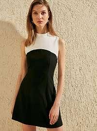Trendyol čierno-biele šaty so stojačikom