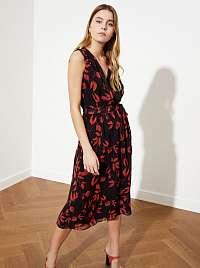 Trendyol čierno-červené kvetované midi šaty