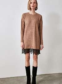 Trendyol hnedé svetrové šaty s čipkou