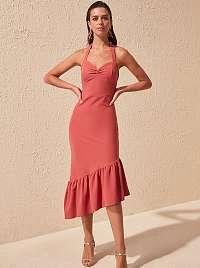 Trendyol púdrové asymetrické šaty