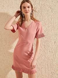 Trendyol ružové letné šaty s volánovými rukávmi