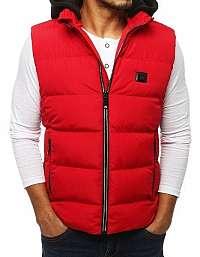 Atraktívna červená vesta s kapucňou