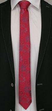 Červená kravata so vzorom kvetov