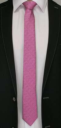 Vzorovaná ružová kravata