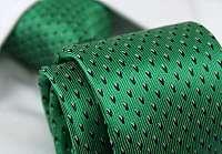 Zelená kravata so vzorom